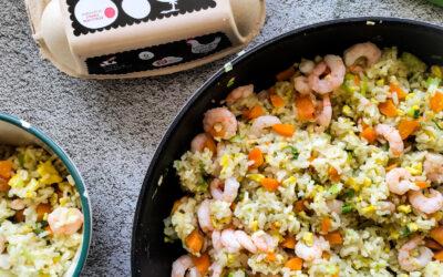 Stegte ris med æg og rejer